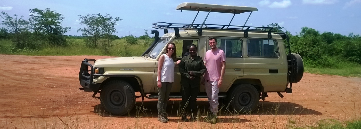 landcruiser-with-tourists