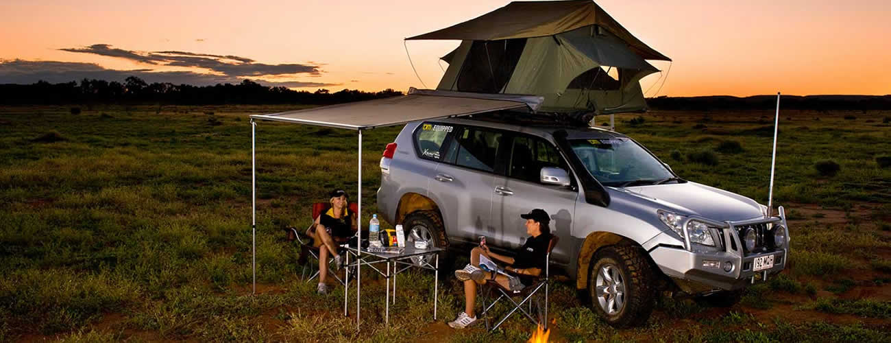 LANDCRUISER WITH ROOF TENT