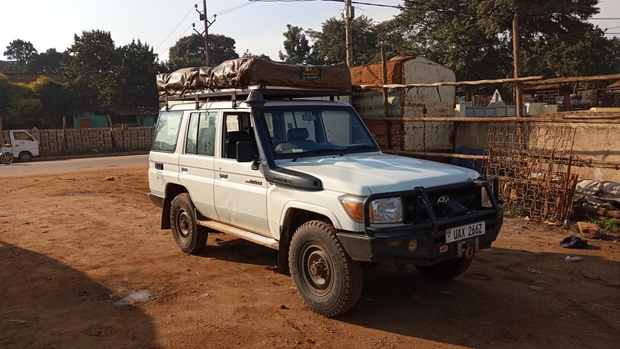 2 rooftop tents land cruiser